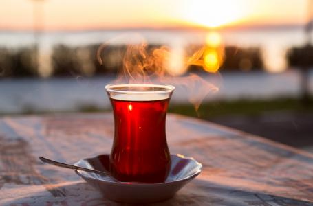 """""""İyi çay içme isteği şatafatla alâkalı değildir, masum bir keyif meselesidir."""""""